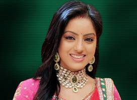 Sa o cunoastem pe Deepika Singh