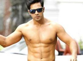 6 actori de la Bollywood care au cele mai multe scene la bustul gol