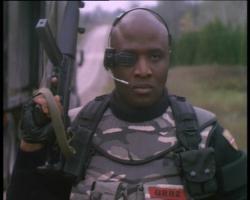 Soldatul Universal: Camarazi de arme