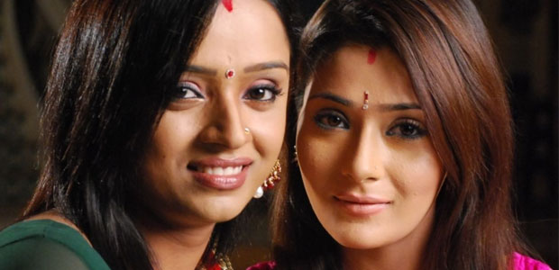 Parul Chauhan si Sara Khan